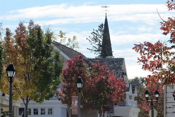 The charming Main Street of downtown Delafield in the fall-Photo by Delafield Chamber of Commerce